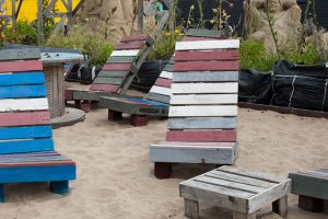 beach chairs from pallets